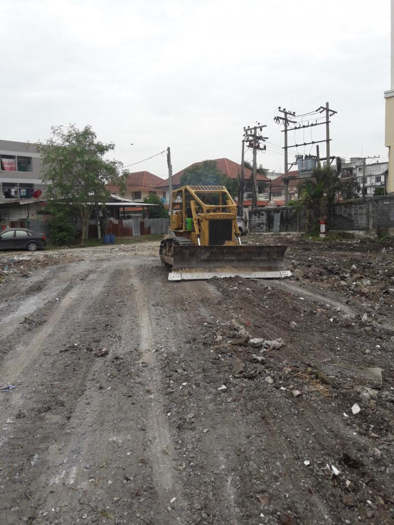 รับรื้อต้นไม้วัชพืชออกขนทิ้ง รับไถปรับแต่งที่ดิน รับทำความสะอาดที่ดิน รับถมดิน รับขุดสระ 0847205412