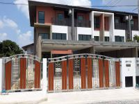 ขายด่วน ทาวน์โฮม 3ชั้น หมู่บ้านแกรนด์ไอดีไซน์ ราคา 5.7 ล้าน โอนคนละครึ่ง (บ้านหลังมุม)